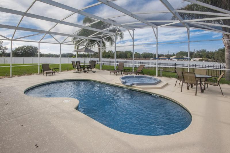 Large Pool Area in Sand Hill Villa, location de vacances à Polk City