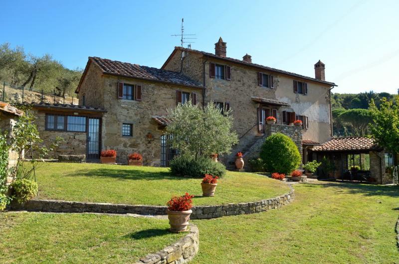 Villa Eugenio: Classic Tuscan Villa (7 people)., vacation rental in Piazzano