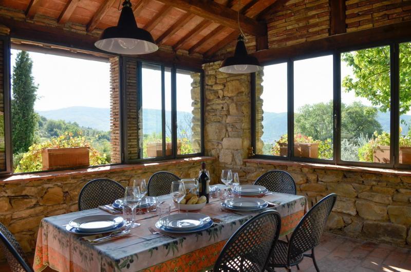 Villa Eugenio: Classic Tuscan Villa (9 people), vacation rental in Piazzano