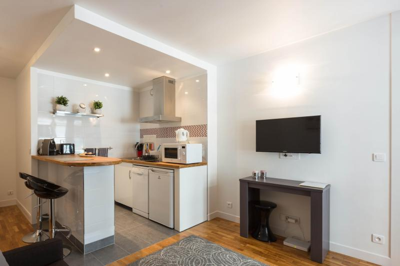 LEVALLOIS -PORTE MAILLOT, vacation rental in Levallois-Perret