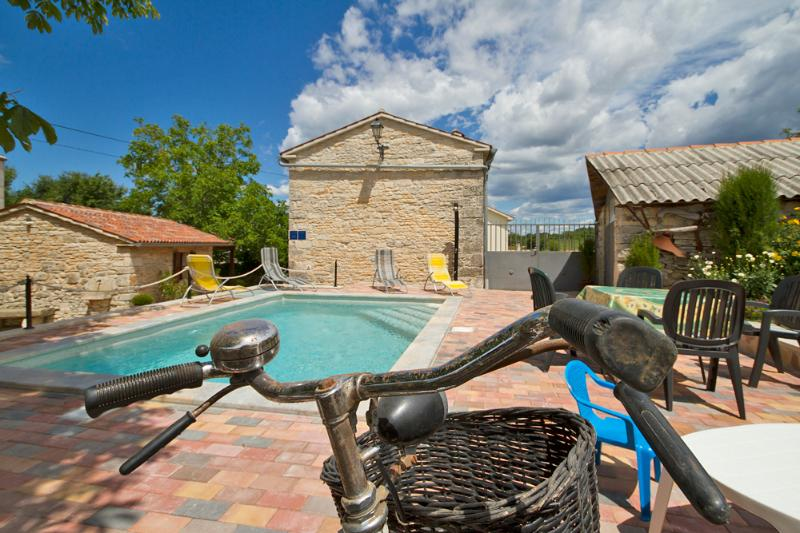 Authentic Istrian stone villa with pool and garden, holiday rental in Ferlini