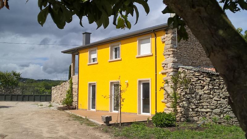 Casa Amarela - Casas de Sequeiros, holiday rental in Vila Nova de Paiva