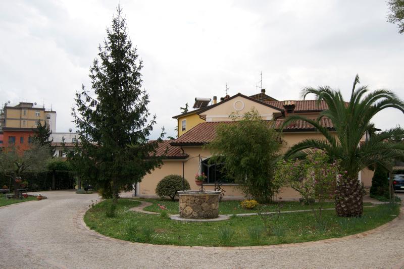 """""""A casa di Pietro""""  Guest House – Affitti per soggiorni brevi, location de vacances à Sora"""