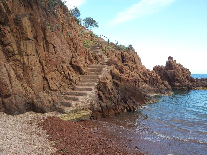 Cove west of Cannes on the chain of Esterel.