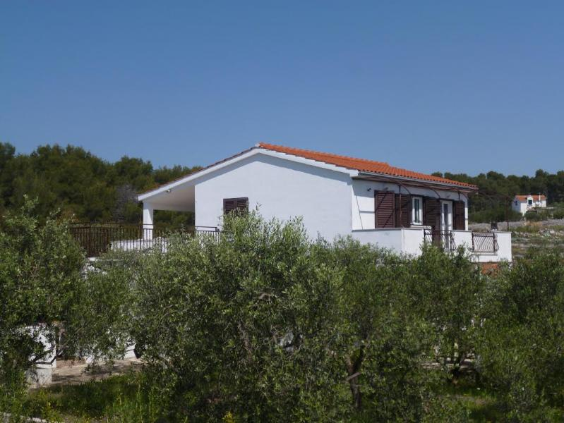 Apartments Oliva - A1, vacation rental in Maslinica