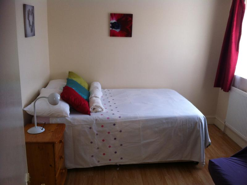 Delightful 1 bed flat convenient to everything, holiday rental in Walthamstow