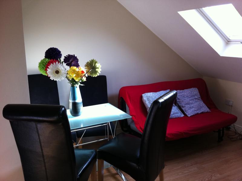 WESTFIELD VIEWS LOFTY APARTMENT, holiday rental in Leyton