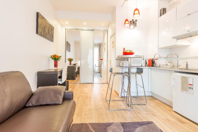 Charming flat in the trendy heart of Paris,, vacation rental in Ivry-sur-Seine