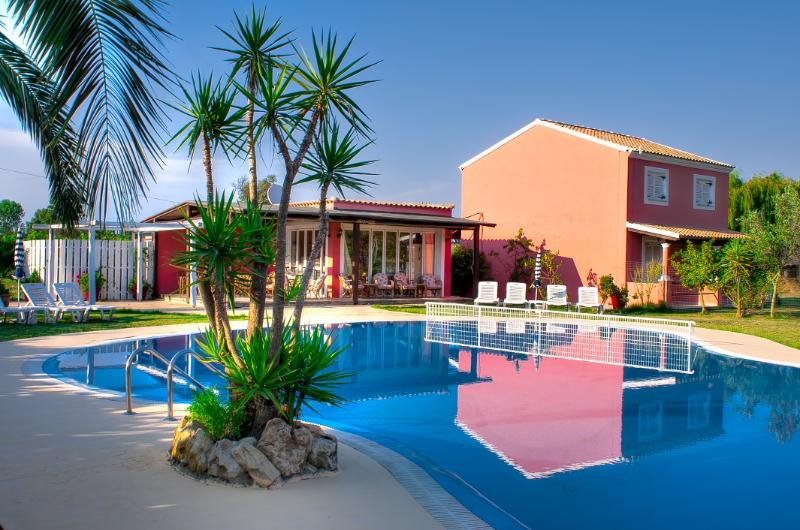 Chrysanthy Apartments (apartment for 2 people), holiday rental in Peroulades