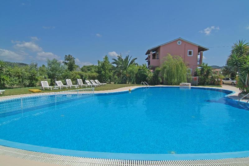 Chrysanthy Apartments (apartment for 4 people), location de vacances à Velonades