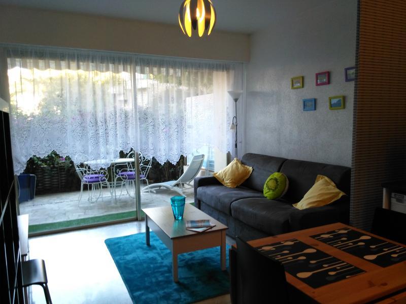 Beau studio 2*-4pers- piscine- Menton -PROMO AVRIL, vacation rental in Menton