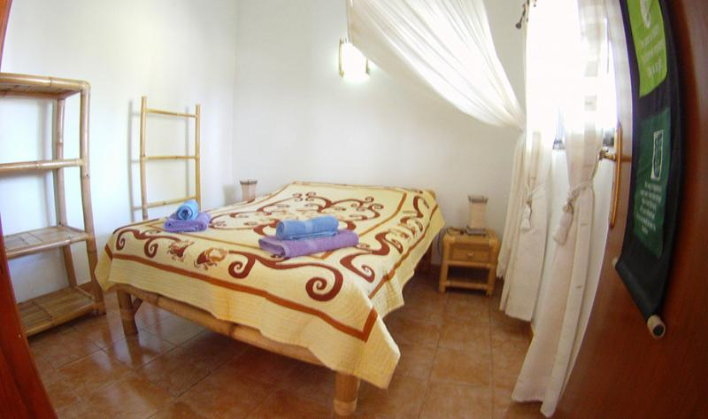 tiki house 1-4 pers wifi piscine bbq parking yoga, holiday rental in Lajares