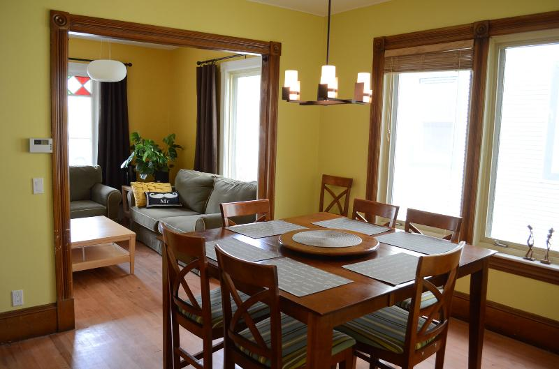 Maison de ville au coeur du Centro pour familles, professionnels ou étudiants, holiday rental in North Hatley