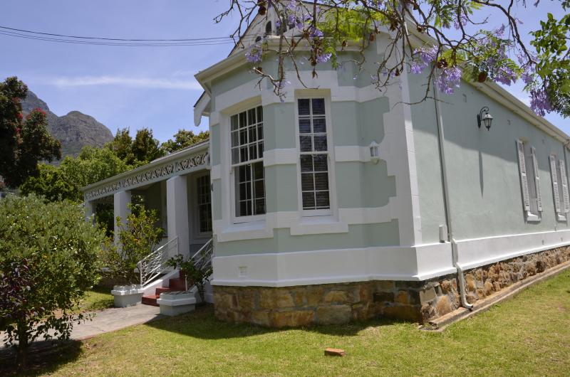 Self Catering Holiday House in Cape Town, location de vacances à Pinelands