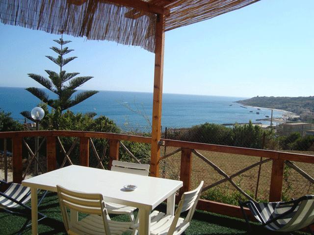 Villa Margherita una terrazza sul mare, vacation rental in Cartabubbo