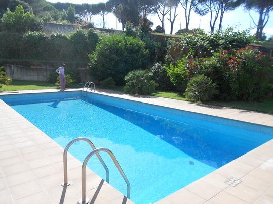 Villa con piscina ROMA Eur appartamento 1°piano, Ferienwohnung in Castel Romano