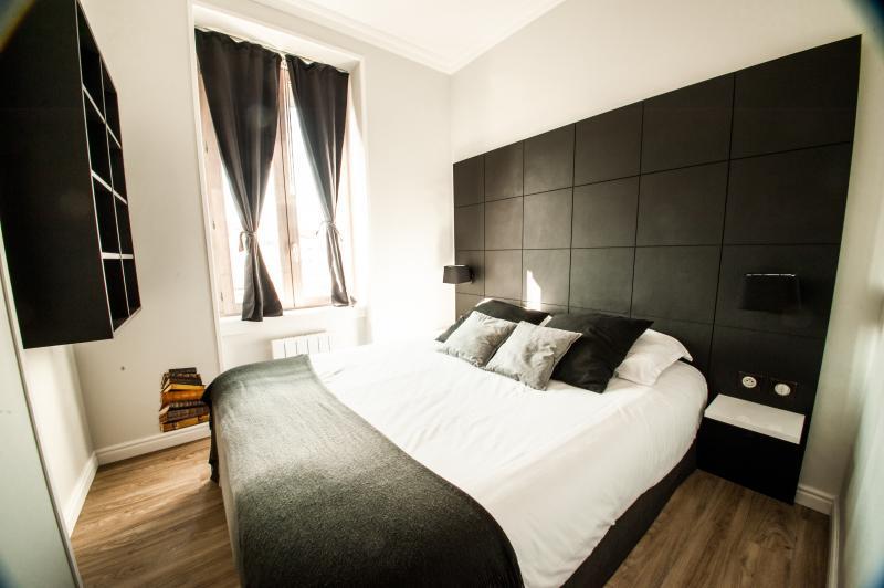 'LE CHAPITRE' - Confort Contemporain, holiday rental in Bron