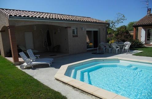 PROCHE TOULOUSE  MAISONNETTE-STUDIO  JARDIN/PISCINE, holiday rental in Beauzelle