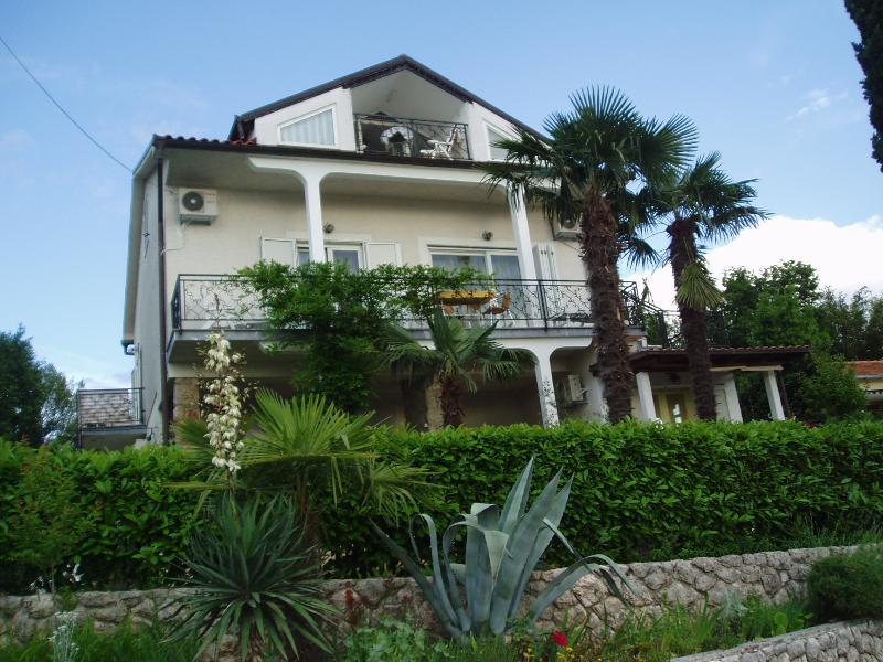 Villa Elizabet*** apartman 2, aluguéis de temporada em Malinska