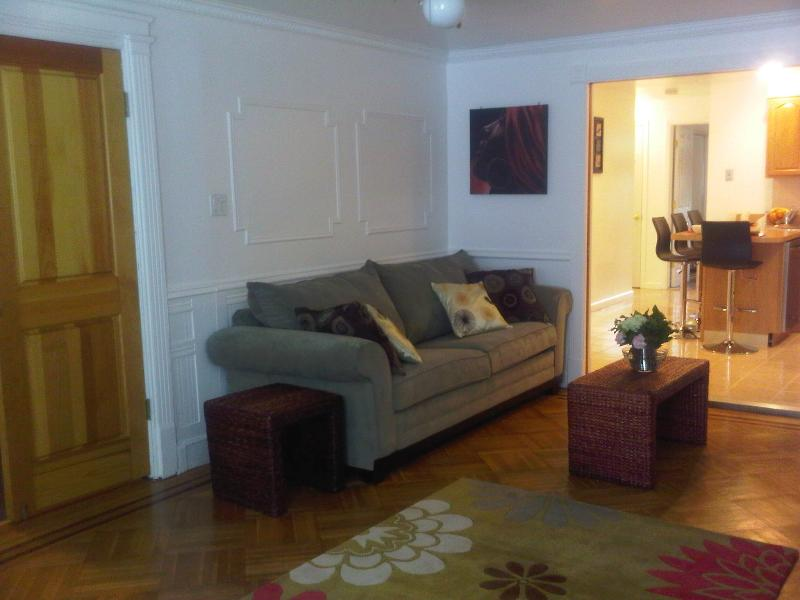 Classic Brownstone Garden Apartment, holiday rental in Brooklyn