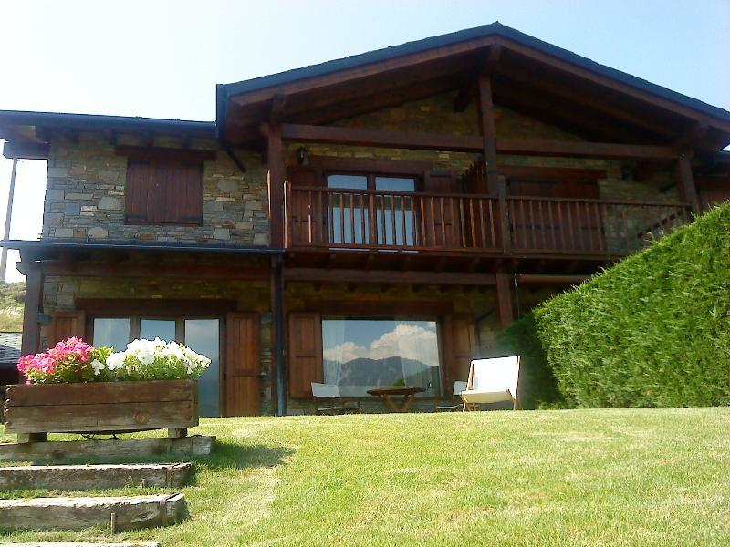 Casa con jardín dos plantas con vistas al Cadí, casa vacanza a Bolvir