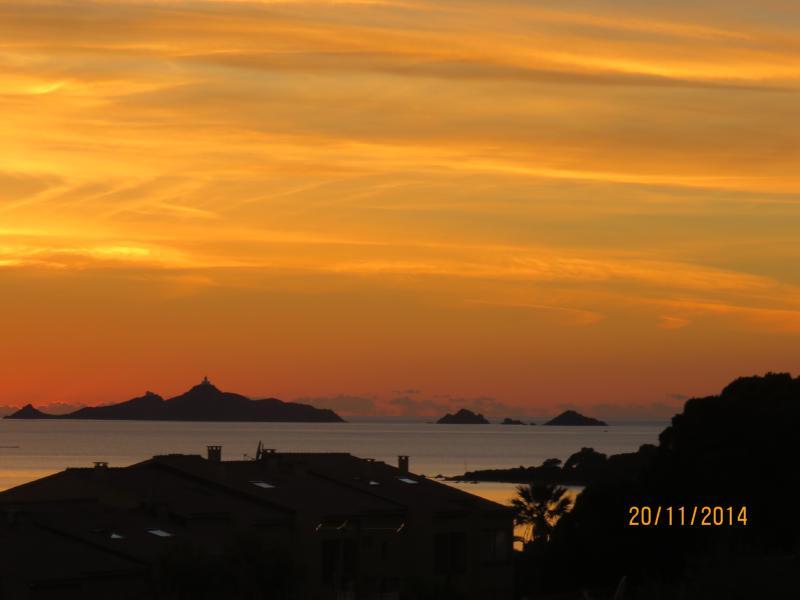 coucher de soleil pris depuis la terrasse sur les iles sanguinaires