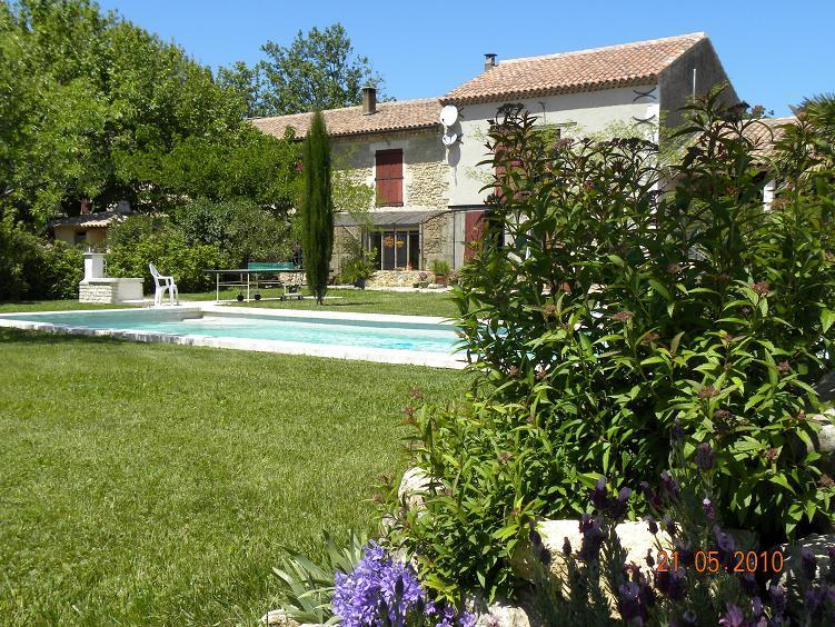 Gîte la Feniere  en Provence, location de vacances à Eyguières