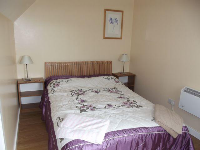 Glen HousesMull, Chalet 2, Main double bedroom.