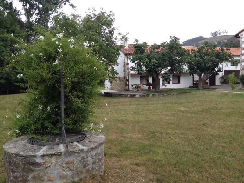 Preciosa casa rural con encanto en la ribera del rio Pas, holiday rental in Cantabria