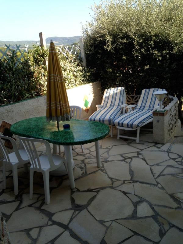 Terrace / garden equipped comfortable -lanternes-made for your BBQ soirelectrique