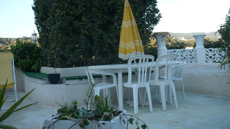 large table and chairs, beautiful lanterns and electric outlet for the BBQ available in appar