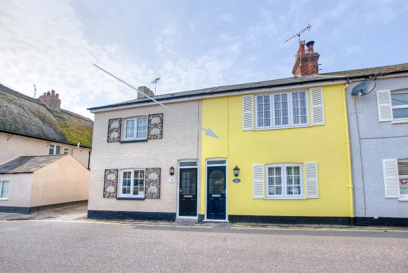 Cosy charming seaside cottage situated just off the Esplanade & beach in the heart of Sidmouth Devon