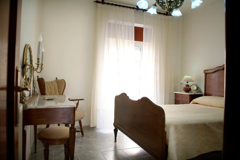 Dormitorio Principal. Incluye lavado de lencería de cama