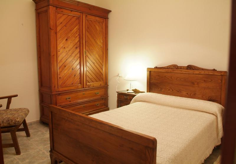 Dormitorio Secundario. Incluye lavado de lencería de cama cada 7 días.
