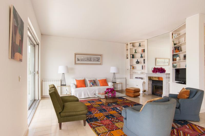 Charming house only 700 meters from the beach – semesterbostad i Estoril