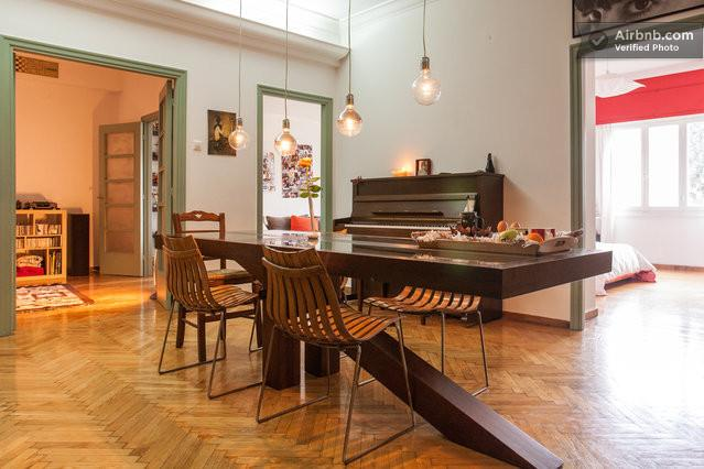 Large dining room and a real piano!