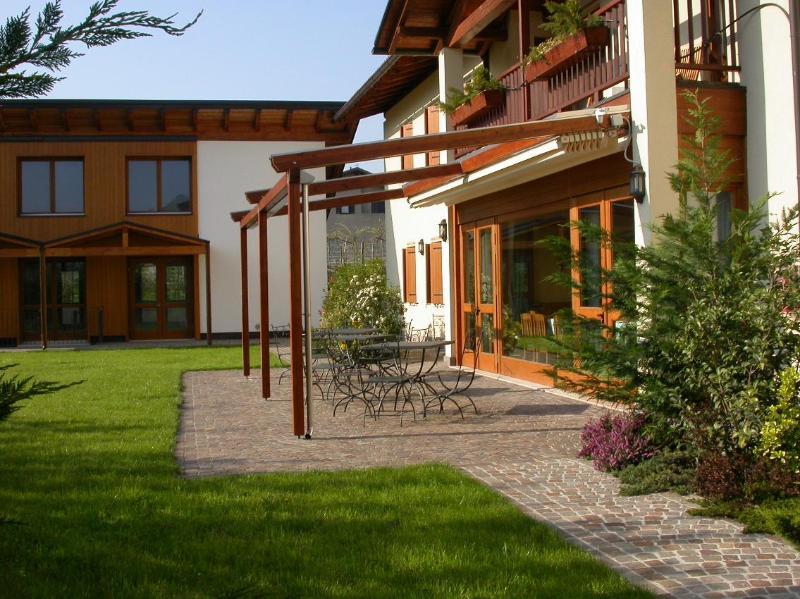 Soluzione ideale per vacanza in Trentino splendidi appartamenti nel verde, location de vacances à Lasino