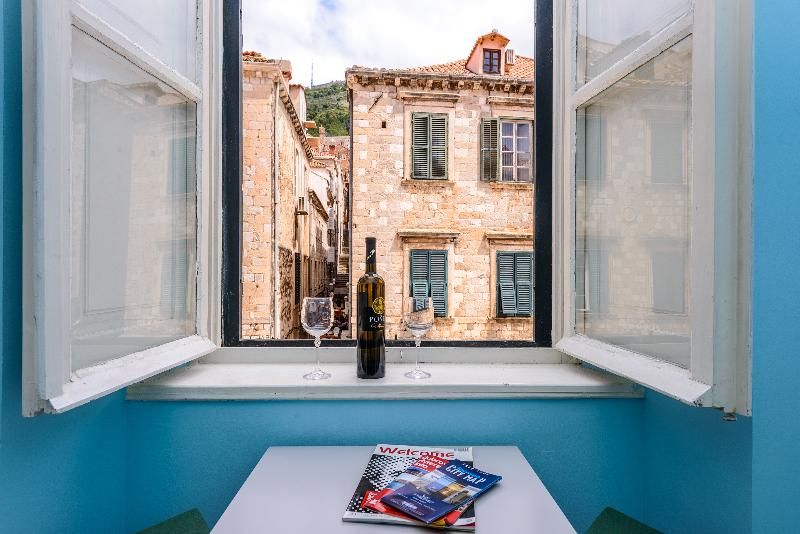 Stradun view, new en suite room no.3, 2single or 1double bed