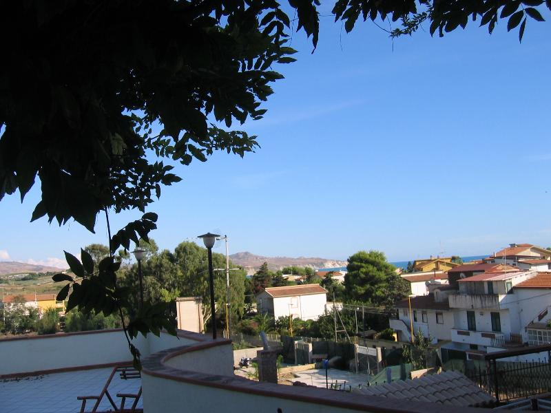 casa indipendente con giardino a 300 mt dal mare, holiday rental in Marina di Palma
