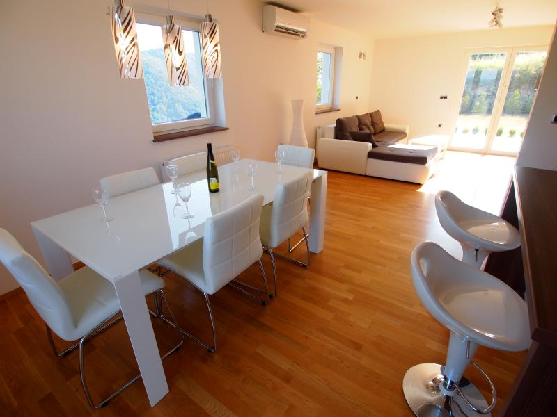 Luxurious New Home with Amazing Views!, vacation rental in Krapinske Toplice