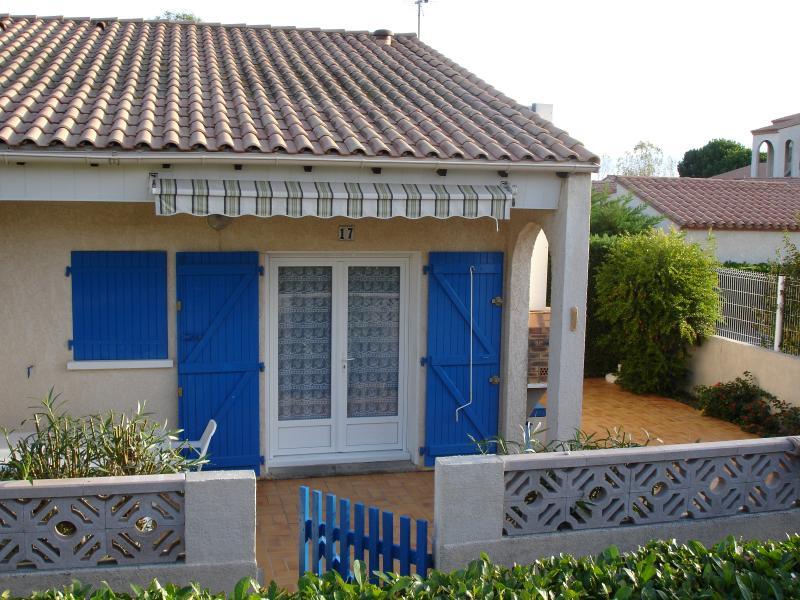 villa 40 m2 5 pers Climatiseur Piscine collective 50 m mer 1 Km plage