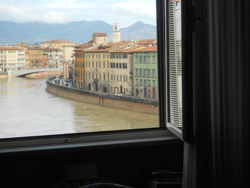 Ampio appartamento con vista torre e lungarni, holiday rental in Madonna Dell'Acqua