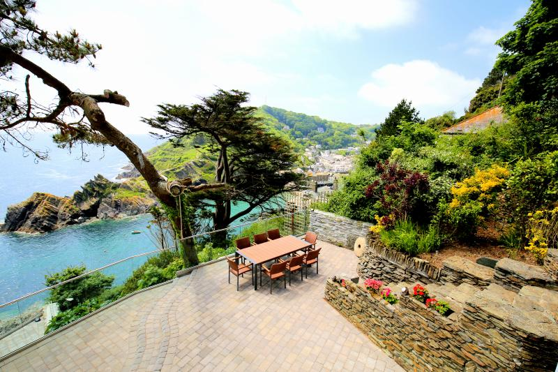 Ideal for al-fresco meals and relaxing in the Cornish sunshine