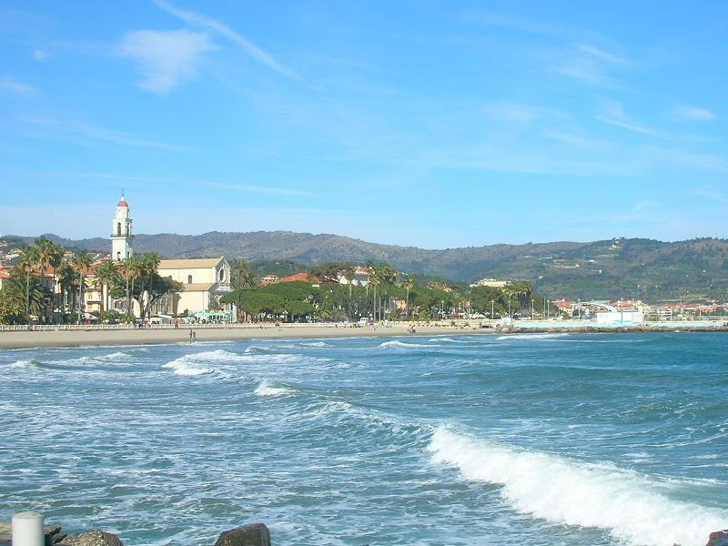PREZZO ECONOMICO - APPARTAMENTO 'BASILICO', vacation rental in Diano Borello