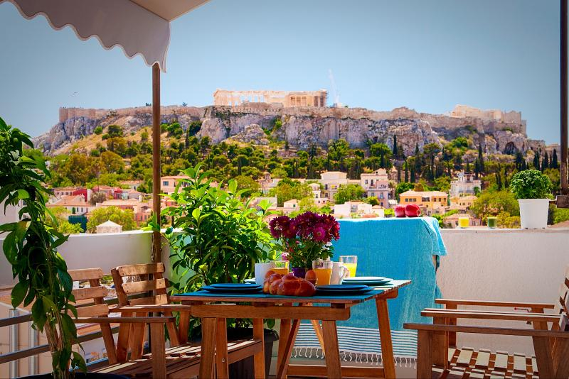Breakfast with stunning views of Plaka and the Acropolis