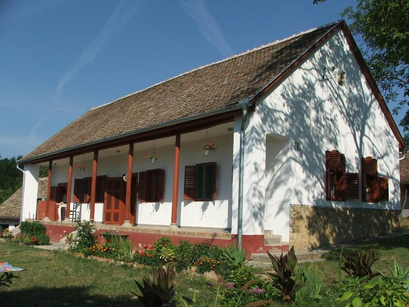 Mecsekitanya - brown house, holiday rental in Kozarmisleny