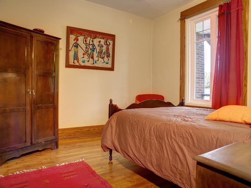 Appart 170m2 avec 2 sdb, jardin et cave aménagé, location de vacances à Saint-Jean-sur-Richelieu