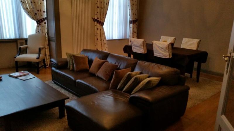 appartement de standing entièrement meublé!, vacation rental in Jette