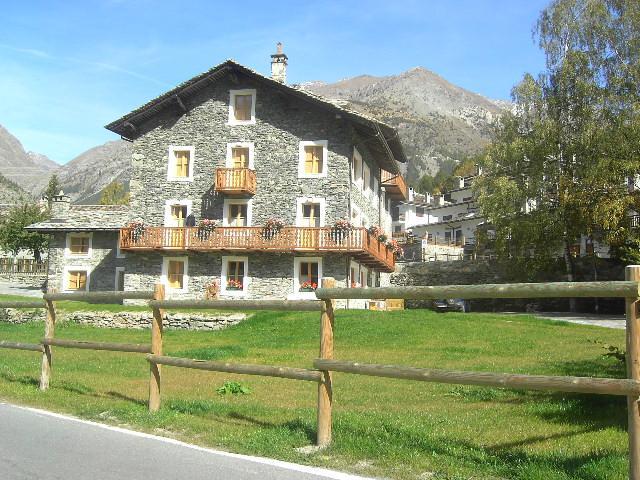 casa Giacosa, estudio., vacation rental in Noasca
