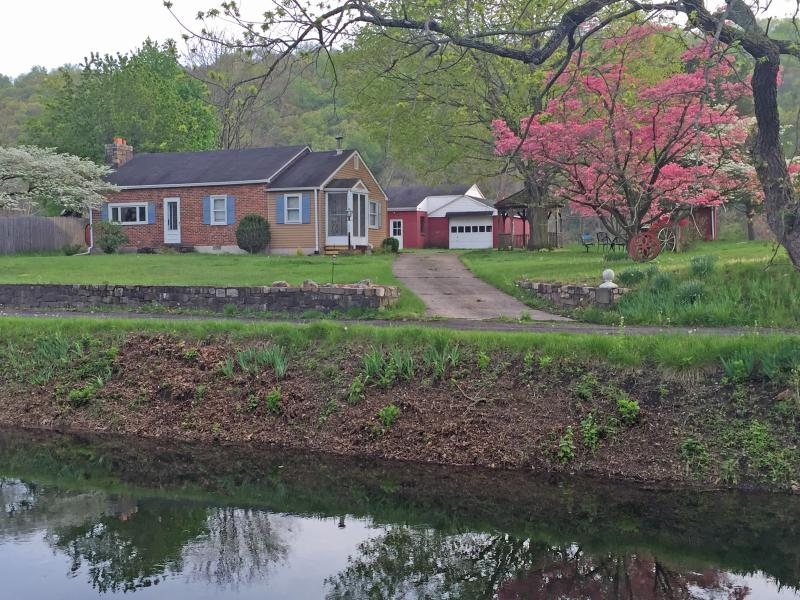 Canal Side Cottage, alquiler vacacional en Upper Black Eddy